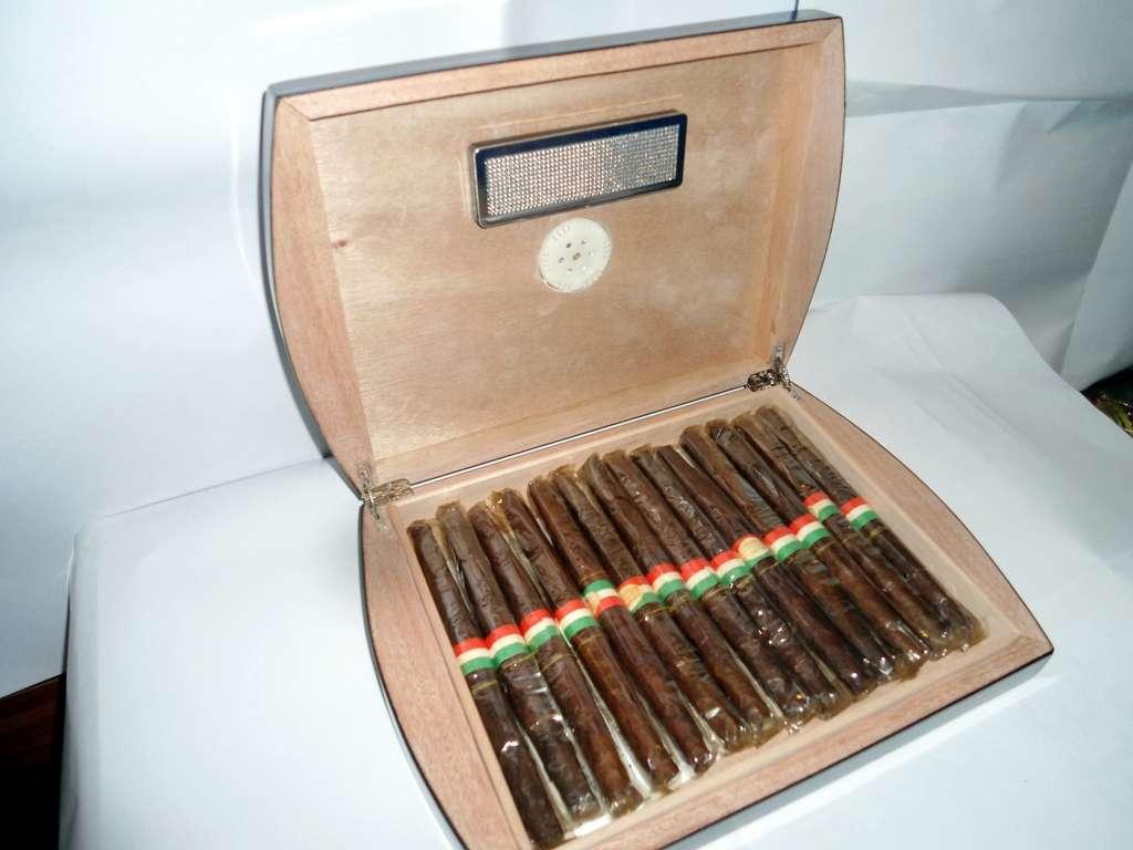 Humidor umidificatore scatola portasigari cigar case for Umidificatore fai da te